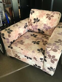 Large 1 seater lounge/accent chair
