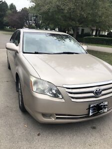Students: Selling 2005 Toyota Avalon