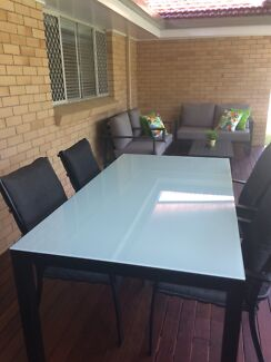 Outdoor dining table excellent condition!