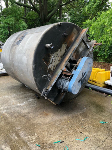 Stainless Steel Approx. 3000 Gallon Tank With Mixer, Motor, Gear Box Used