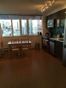Downtown bedroom, utilities included, female only, avail. Dec 1 Downtown-West End Greater Vancouver Area image 5