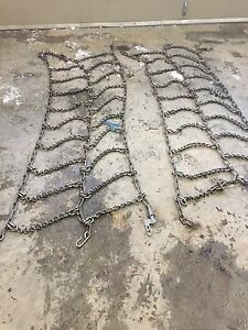 Set of triple tire chains