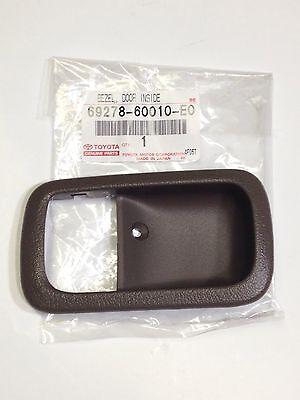 Genuine OEM Toyota Land Cruiser 95-97 OAK Inner door handle trim bezel LEFT ()