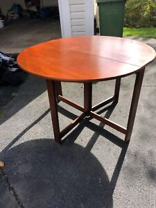 Small dining table, can fold down