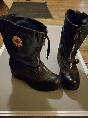 Women size 8 zip up Winter Snow boots with removable liner and strap buckle blue