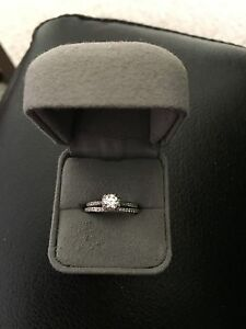Women's engagement ring and wedding band