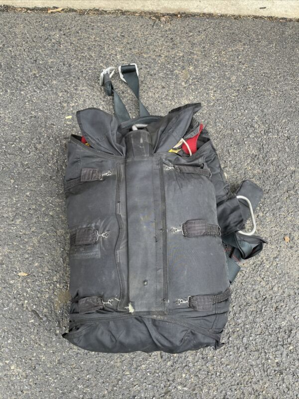 Vintage North American Aerodynamics Skydiving Parachute Backpack Model 10005