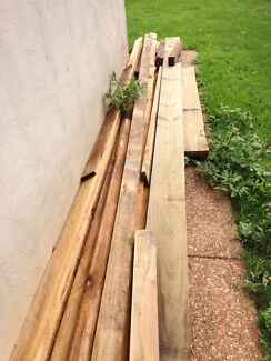 Quantity of left over fence palings and retainer wall timber Birkdale Redland Area Preview