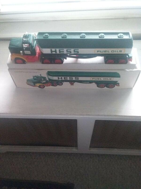 Hess 1978 Tanker truck in Box