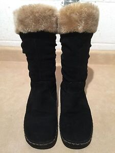"""Women's """"Bare Traps"""" Winter Boots Size 8.5 M London Ontario image 3"""
