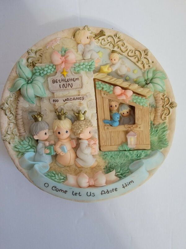 """Precious Moments * Nativity 3D Plate with hinged door """"O Come Let Us Adore Him"""""""