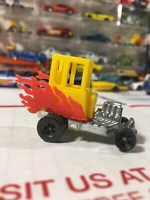 Vintage 1972 Hot Wheels Zowees Light My Fire Yellow Red Flames Red Lines (b41)
