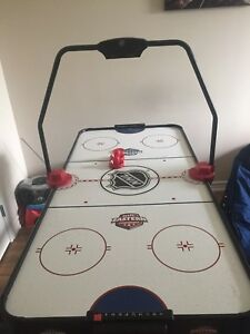 Air hockey table good condition