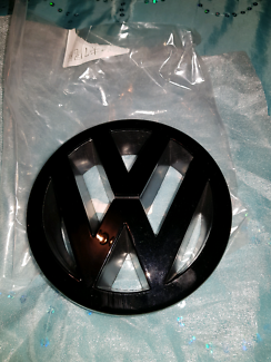 Vw golf mk5 parts accessories gumtree australia free local vw golf mk5 front badge gloss black fandeluxe Image collections