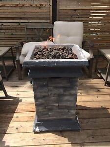 Outdoor propane fire table