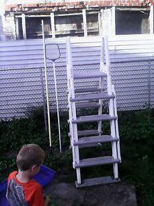 hi I'm selling my pool ladder an vacumm pole an net pole $150