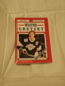 Wayne Gretzky (Collector's Book 27) Paperback – 1994by Jack Rob