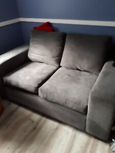 LOVE SEAT- GREAT CONDITION