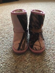 Girls Size 8/9 Pink Camo Boots