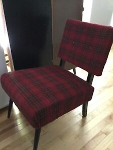 Slipper chair —1 available