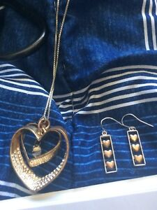 Double heart necklace and box hears earrings