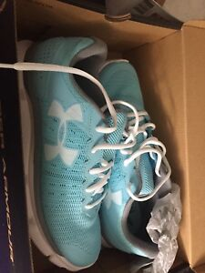 Under Armour women's sneakers size 9 -new