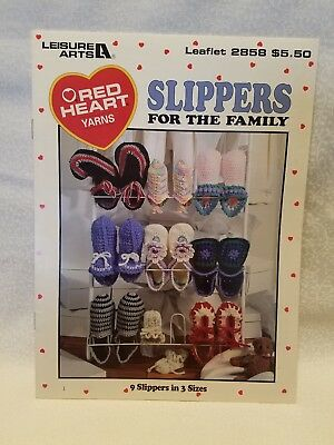 LEISURE ARTS ~SLIPPERS FOR THE FAMILY~ CROCHET BOOK (9 DESIGNS) 14 PAGES ()