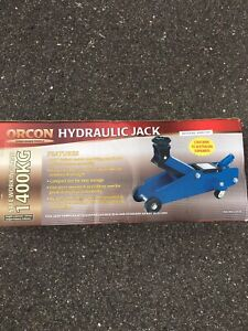 Handy Tool-  Hydraulic Jack Forrest South Canberra Preview