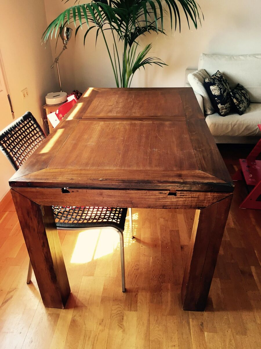 Casa de este alojamiento mesa y sillas rustica 4 metros for Mesas y sillas rusticas