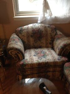 Almost new furniture London Ontario image 8