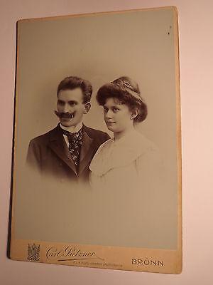 Brünn - Paar - Frau & Mann mit Bart - Portrait / KAB
