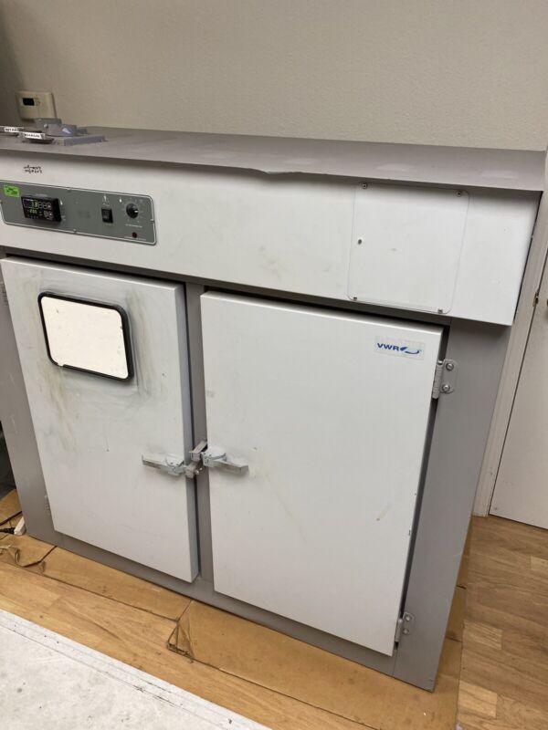 VWR 1680 Double Door Incubator shel lab Oven