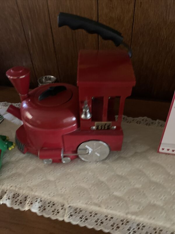 MKI World of Motion Steam Driven Train Kettle Tea Pot Red Locomotive #613