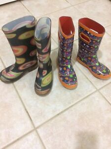 2 pairs of rain boots for 10$