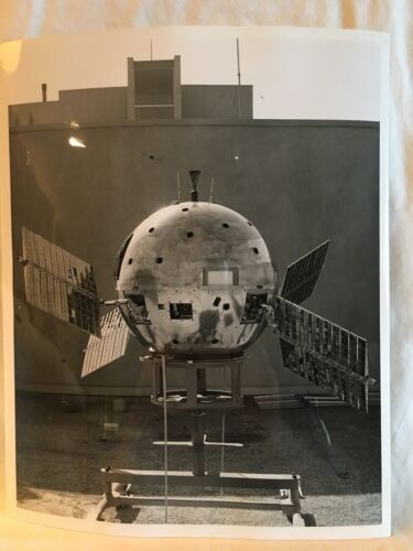 Official U.S. Air Force Photograph 6021-5 - 1st Vehicle boosted aloft by Atlas