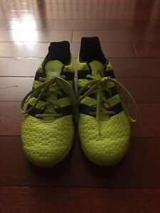 Size 9 indoor soccer shoes