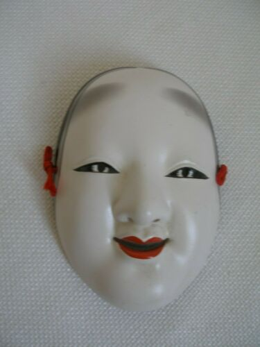 Rare Small Asian Mask Wall Hanger Geisha Girl Face 3-D Decorative Accessory 3x4