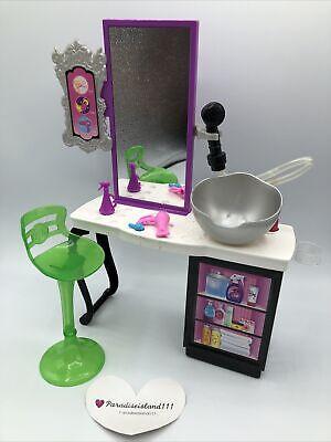 Barbie Malibu Ave Salon with Accessories Barbie Doll Hairdresser Playset