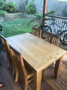 Solid timber 4 seater dinning table