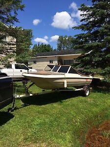 Trailer and boat 800