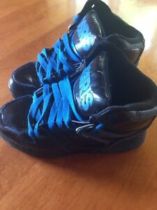 Sneakers youth size 4