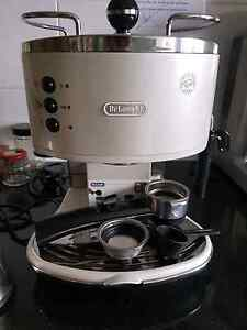 Delonghi Espresso Machine and Sunbeam Coffee Grinder Merewether Newcastle Area Preview
