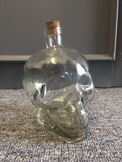 Skull decanter (glass)