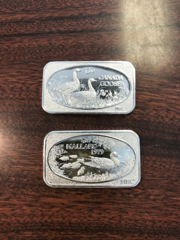 Two (2) Silver Art Bar.1977. 15 grains. The American Royal Mint