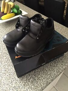 Work shoes steel cap brand new Springwood Logan Area Preview
