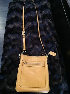 Authentic Coach Legacy leather swing pack