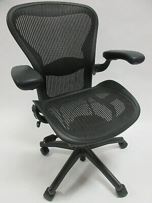 Herman Miller Aeron Chair - Size B In Excellent Condition - Manufactured In 2015