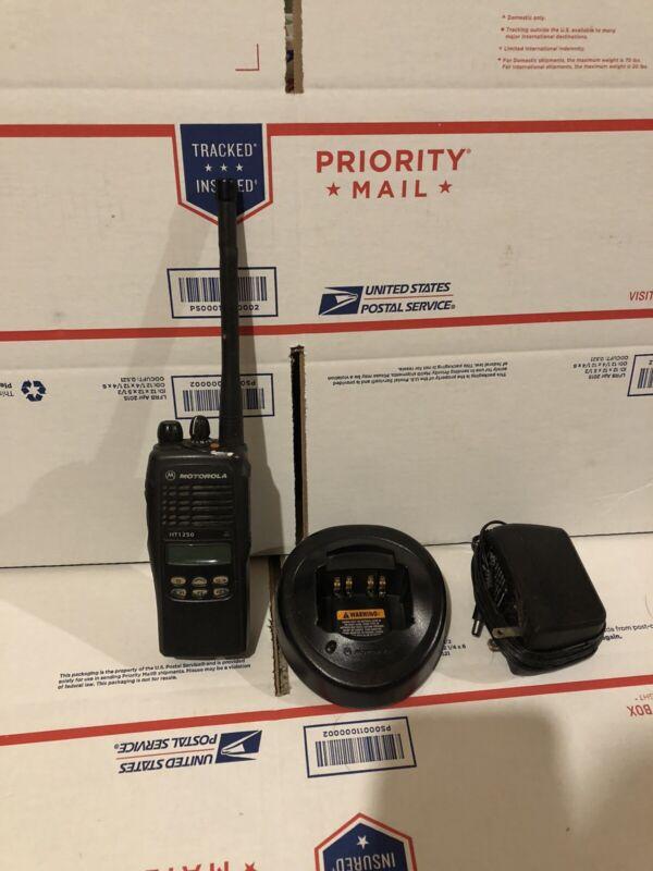 MOTOROLA HT-1250  / VHF / 136-174MHz / 128CH / 5W / AAH25KDF9AA5AN * HT1250