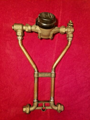 SENSUS 5/8 WATER METER WITH FORD BRASS METER SETTER NEW UNUSED