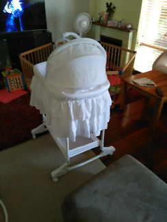 Bassinet with music
